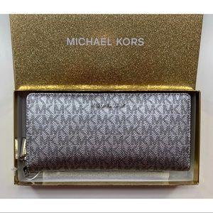 Michael Kors Boxed Signature Continental Wallet
